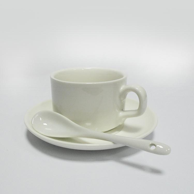 Кофейная чашка, блюдце и ложка